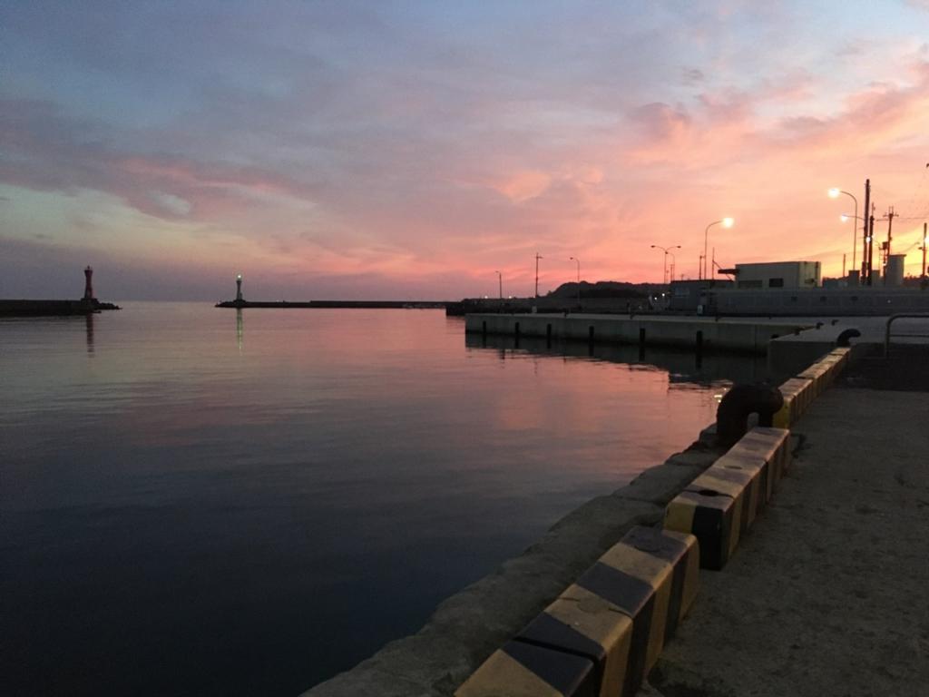 早朝の深日港